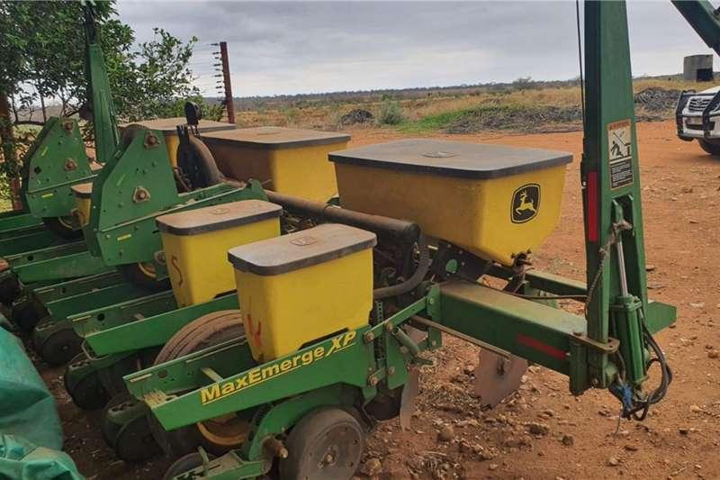 John Deere Drawn planters John Deere 1750 6ry 76/91cm Planting and seeding equipment