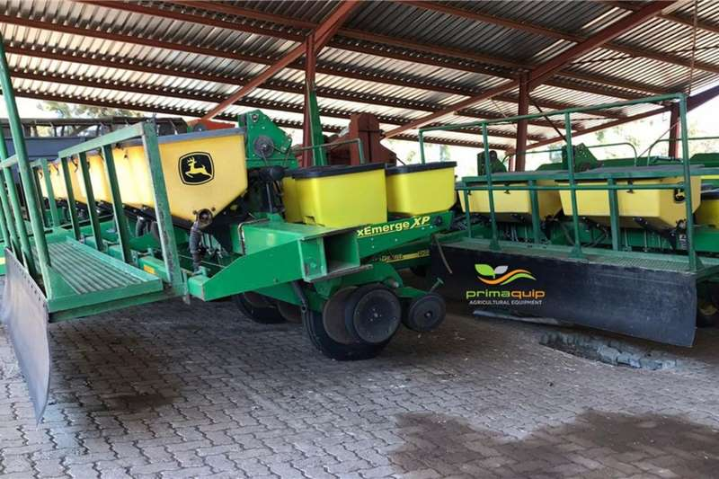 John Deere Planting and seeding equipment Drawn planters John Deere 1750 8ry 76/91cm 2012