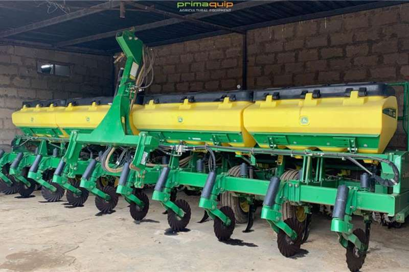 John Deere Planting and seeding equipment Drawn planters John Deere 2117 CCS 2017