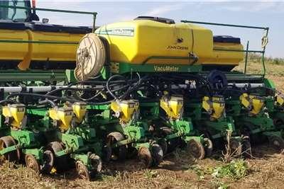 John Deere John Deere 2115 12 row 0.45cm CCS Planter Planting and seeding equipment