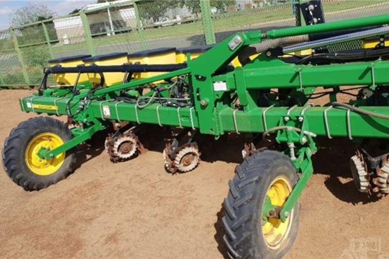 John Deere Planting and seeding equipment Row planters 2015 JOHN DEERE 1725 2015