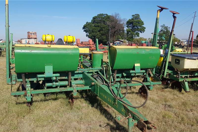 John Deere Planting and seeding equipment Row planters 7000