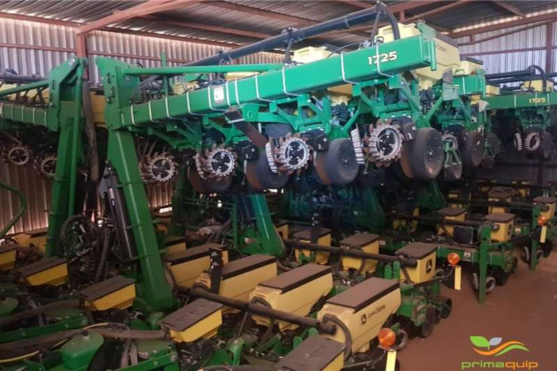 John Deere Planting and seeding equipment Row planters John Deere 1725 2016