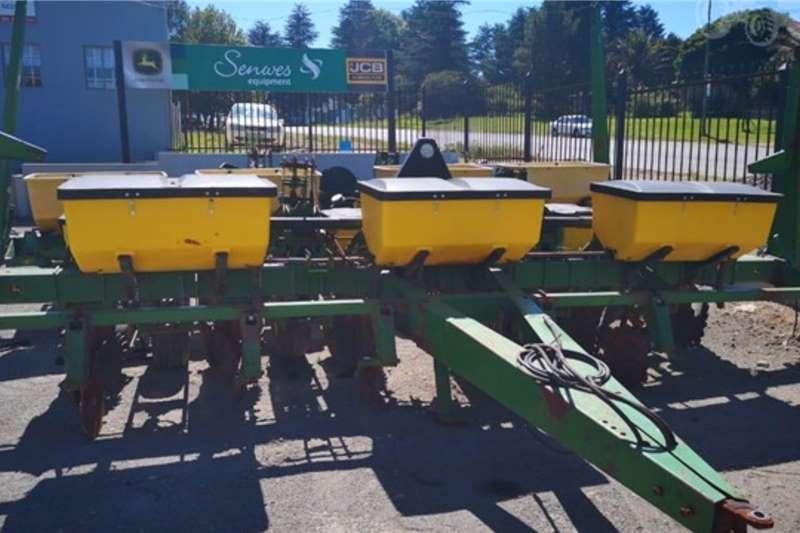 John Deere Planting and seeding equipment Row planters JOHN DEERE 1750 2005
