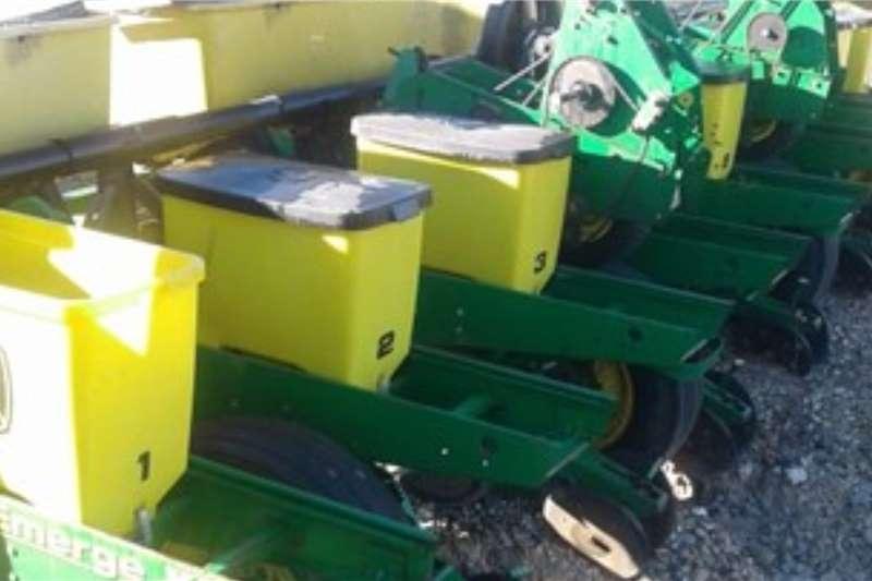 John Deere Planting and seeding equipment Row planters JOHN DEERE 1750 2006