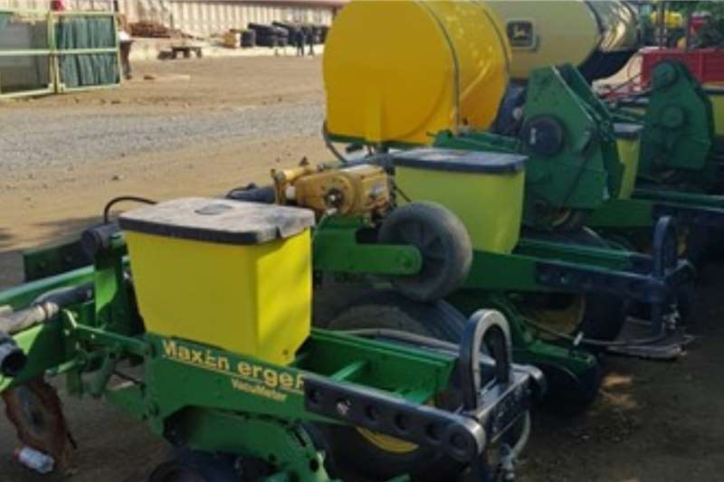 John Deere Planting and seeding equipment Row planters JOHN DEERE 1750 2011