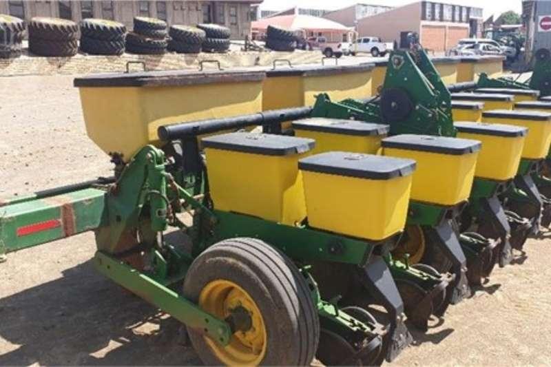 John Deere Planting and seeding equipment Row planters JOHN DEERE 1750 2014