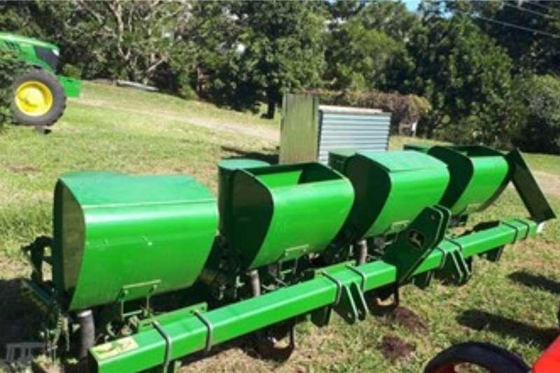 John Deere Planting and seeding equipment Row planters JOHN DEERE MP25