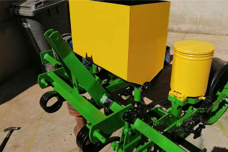 John Deere Row planters TWO ROW PLANTER FOR SALE Planting and seeding equipment