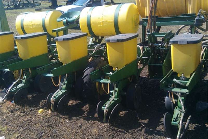 John Deere Planting and seeding