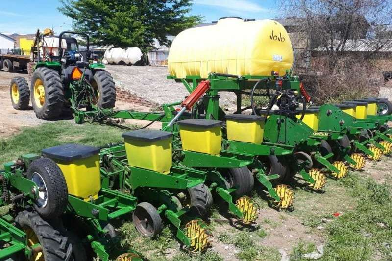 John Deere Planting and Seeding JD1750 12 ry 91 cm planter, karretjies, vol kontak