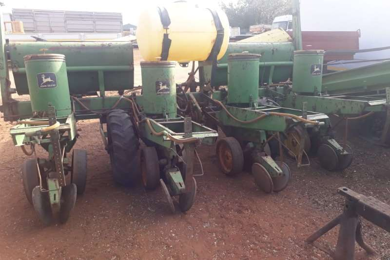 John Deere Planting and seeding JOHM DEERE PLANTER
