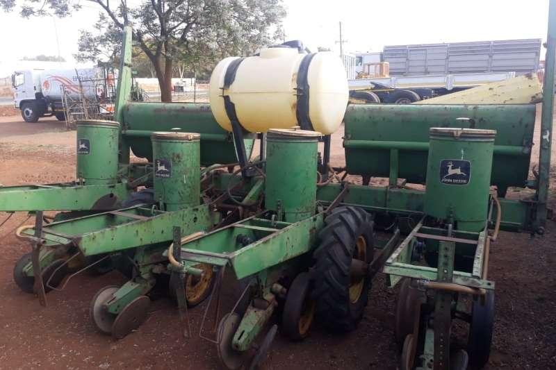 John Deere Planting and seeding JOHN DEERE 4 ROW PLANTER