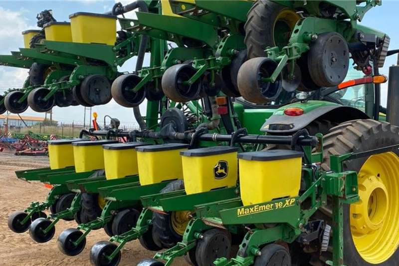 John Deere Planting and Seeding Other Planting and Seeding John Deere 1720 Stackfold
