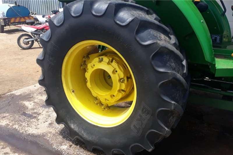 John Deere 2016 John Deere 5082E 2WD Tractors