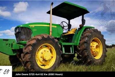 John Deere 4WD tractors John Deere 5725 4x4 62 Kw (6561 Hours) Tractors