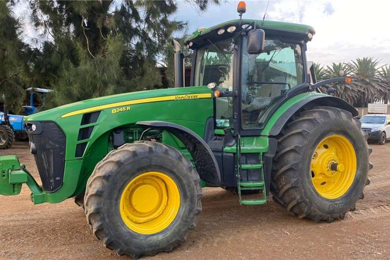 John Deere 4WD tractors John Deere 8245 R Tractors