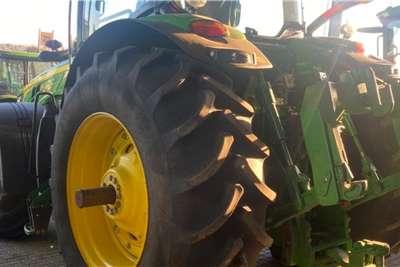 John Deere 4WD tractors John Deere 8245R Tractors