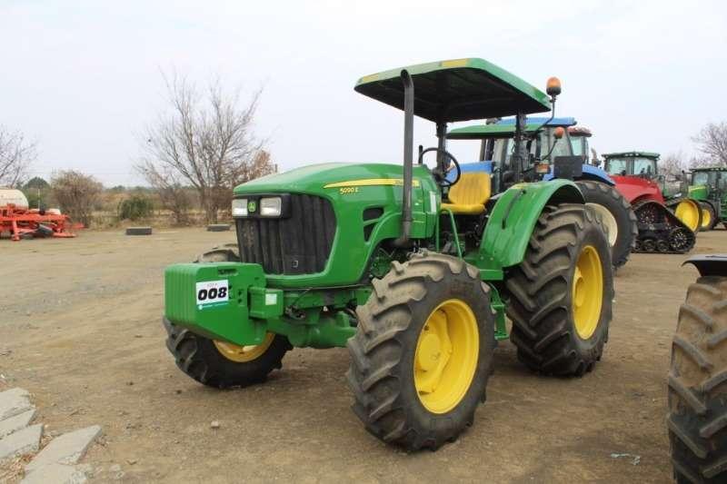 John Deere Tractors 5090E 2017