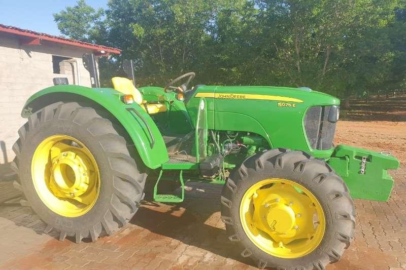 John Deere Tractors Four Wheel Drive Tractors John Deere 5075 E 2019