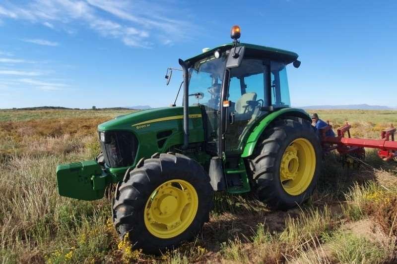 John Deere Tractors Four Wheel Drive Tractors John Deere 5095 M 2017