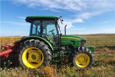 John Deere Four wheel drive tractors John Deere 5095 M Tractors