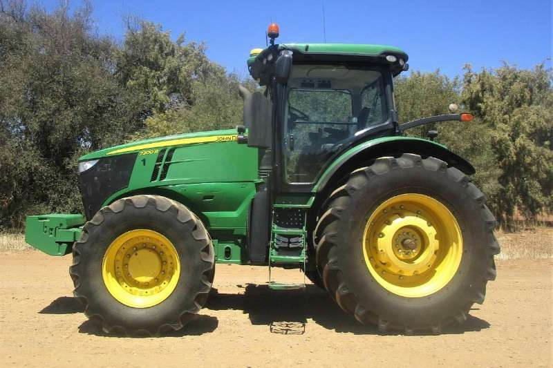 John Deere Four wheel drive tractors John Deere 7200 R Tractors