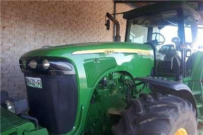 John Deere Four wheel drive tractors John Deere 8320.Engine gedoen Tractors