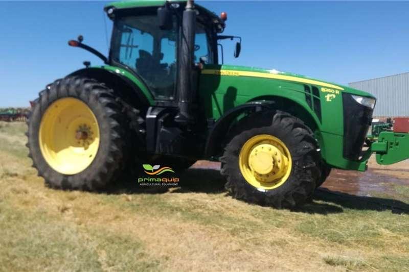 John Deere Tractors Grape harvesters John Deere 8260 R 2013