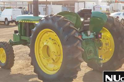 John Deere JOHN DEERE 2120 TRACTOR Tractors