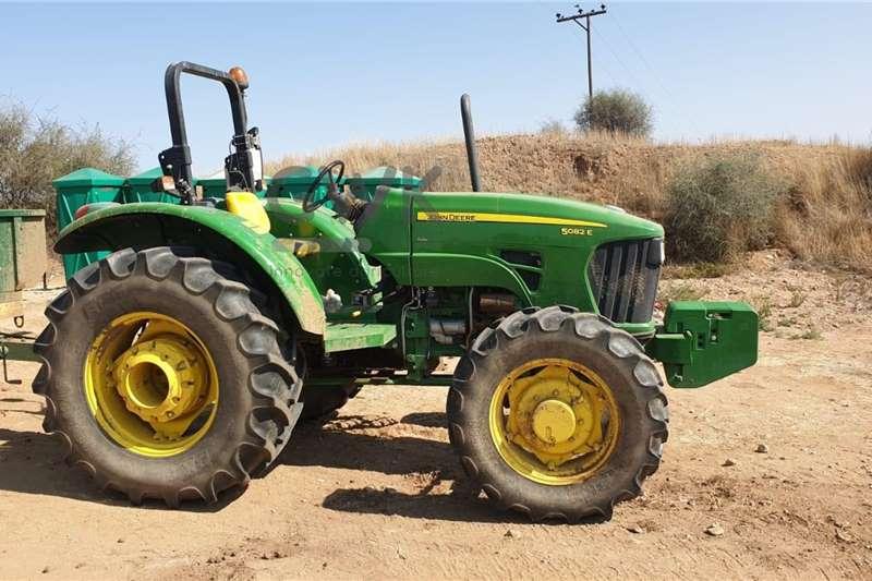 John Deere John Deere 5082E Tractors