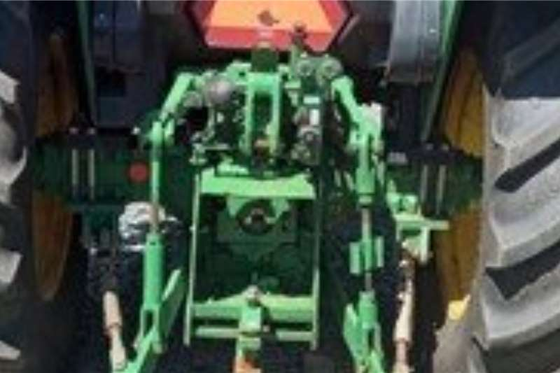 John Deere John Deere 5090E Tractors