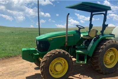 John Deere John Deere 5725 60kW Tractors