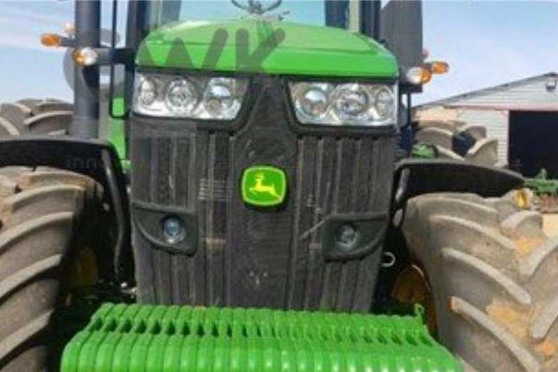 John Deere John Deere 7210R Tractors