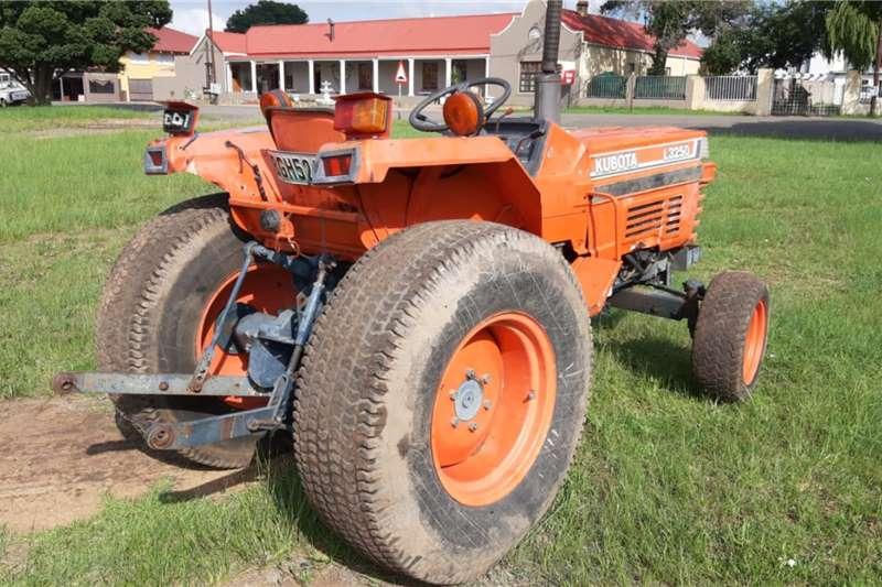 Kubota L3250 Tractor Tractors