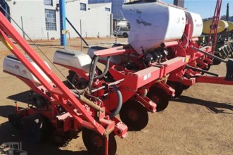 Kuhn Planting and seeding equipment Row planters KUHN MAXIMA 2 TM