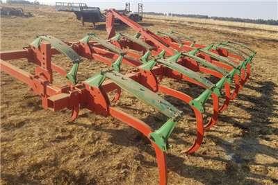 Kverneland Chisel ploughs Kverneland CLG II /CLG 2 13 tine / tooth Ploughs