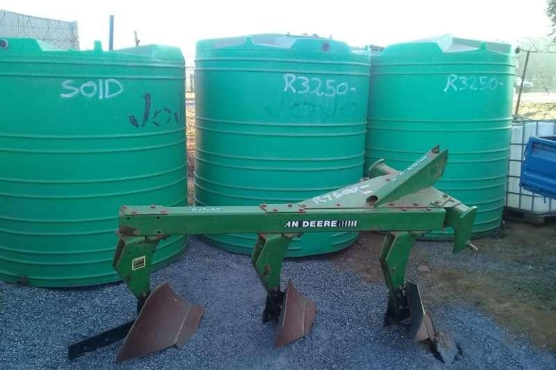 Kverneland Ploughs Mouldboard ploughs john deere 3 skaar 2012