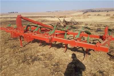 Kverneland Ploughs Kverneland CLG II /CLG 2 13 tine / tooth Tillage equipment