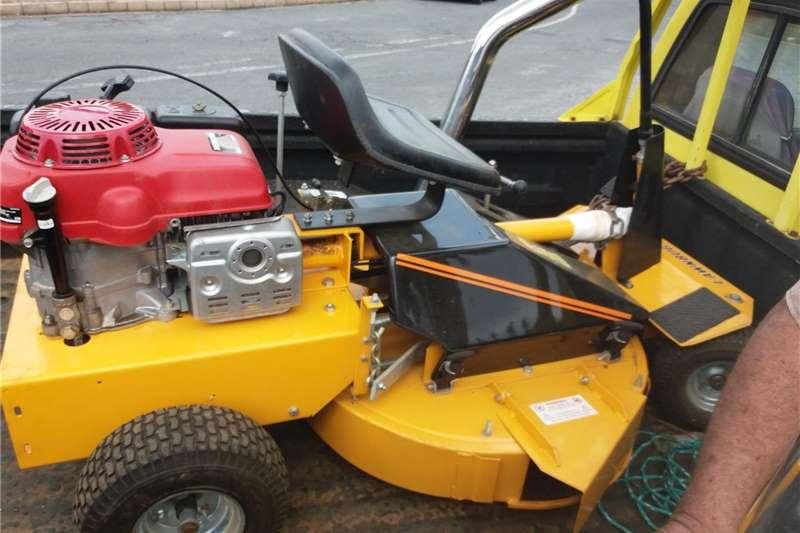 Lawnmowers Honda  ride on mower Lawn equipment