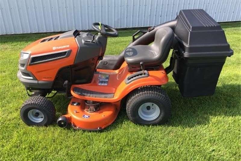 Lawnmowers Husqvarna YHT22V42 Lawn Mower With Grass Bin Lawn equipment