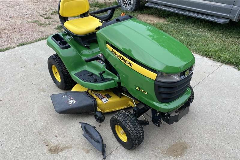 Lawnmowers JD X300 Riding Mower Lawn equipment