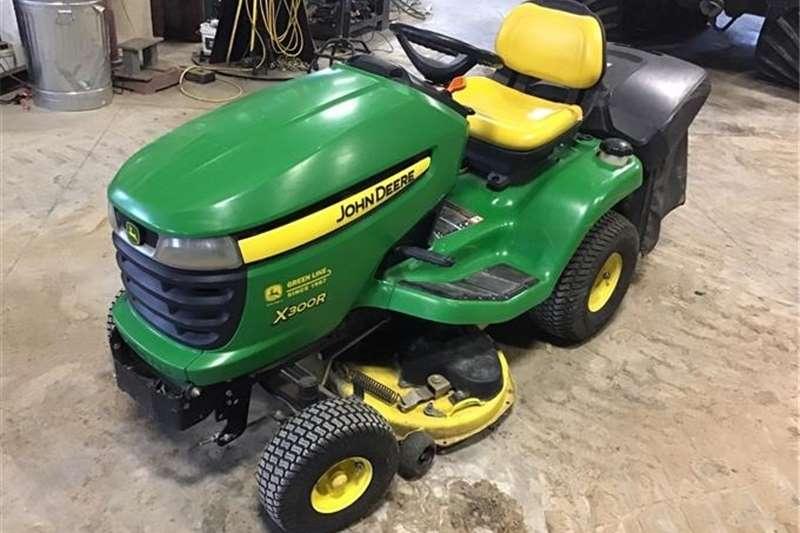 Lawnmowers John Deere X300R Lawn Mower, 411 Hrs Showing Lawn equipment