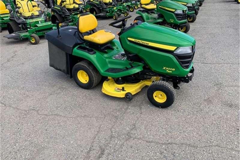 Lawnmowers X300R RIDE ON LAWN MOWER Lawn equipment
