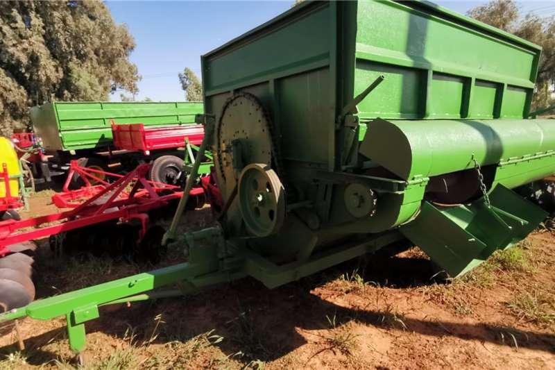 Feed mixers 2 TONS Livestock