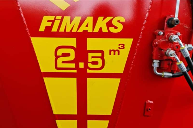 Feed mixers Brand new Fimaks 2,5 cube vertical feed mixers Livestock