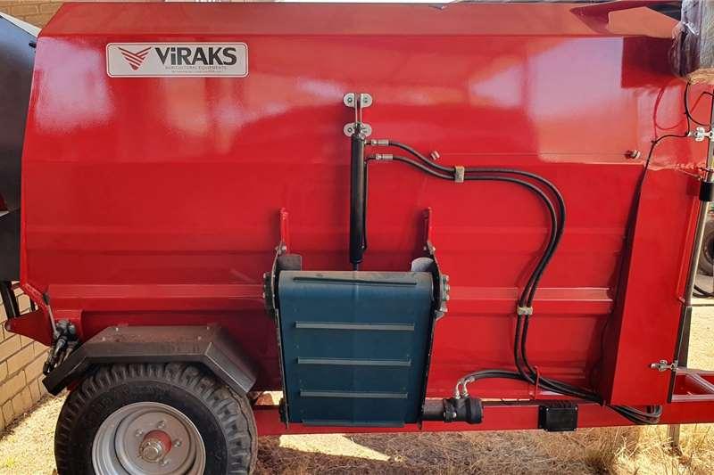 Feed mixers New Viraks Horizontal 4 cube feed mixer Livestock