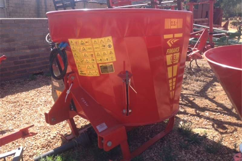 Livestock Feed mixers Red BPI 1.8 Cube Vertical Mixer And Feeder / 1.8 K