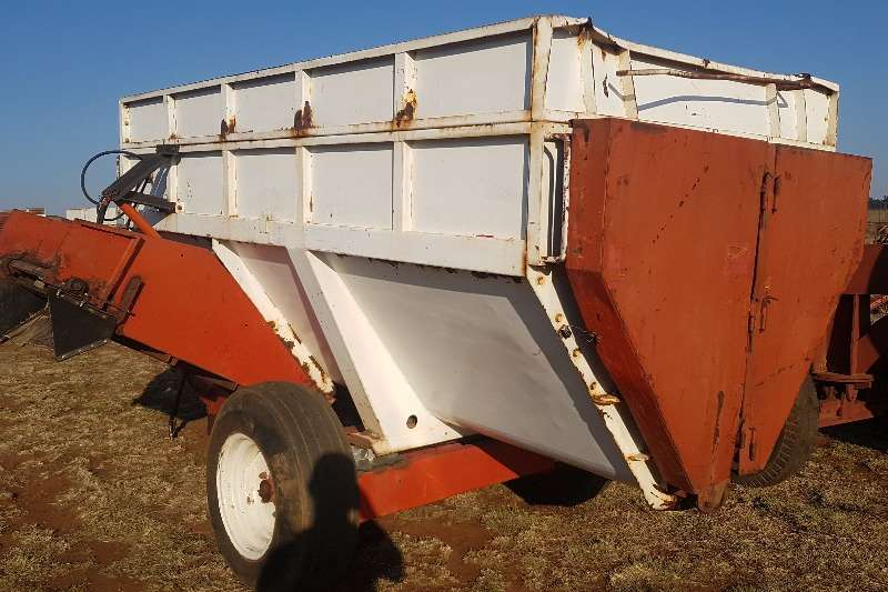 Livestock Feed mixers RMH Feedmixer / Voermenger