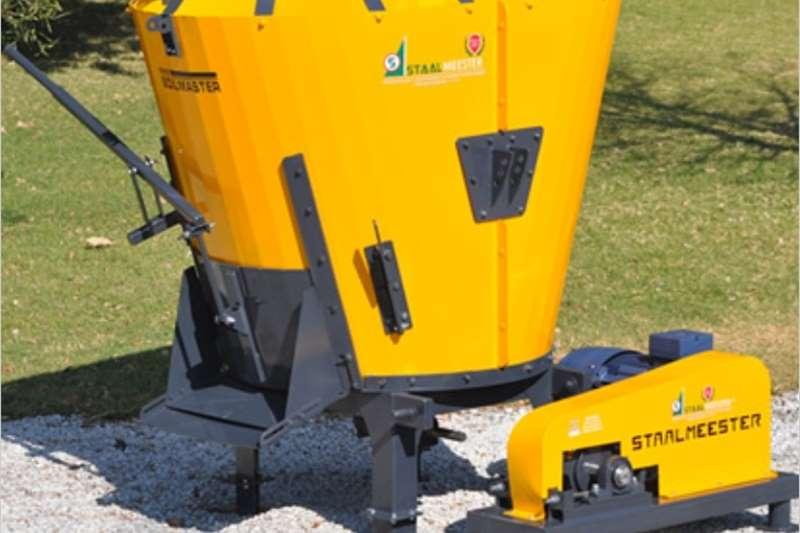 Livestock Feed mixers S3147 Yellow Soilmaster Vertical Feed Mixer 2 Cube